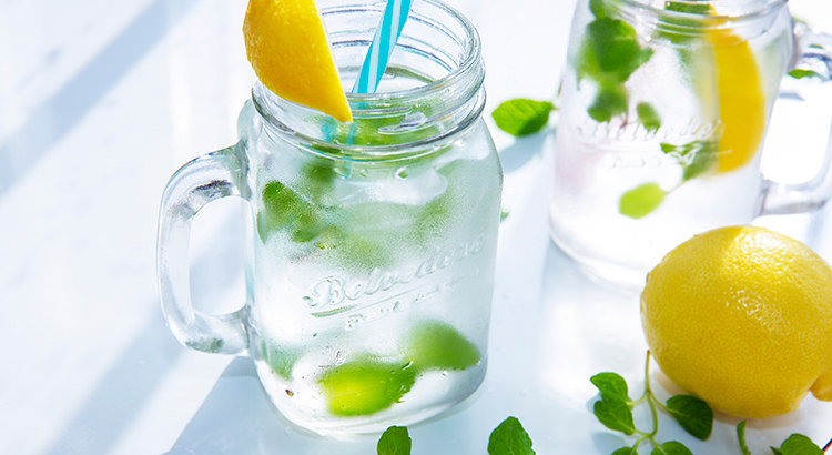 水を飲んで体の中からきれいになる!